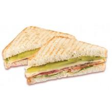 Сэндвич с языком и огурцом