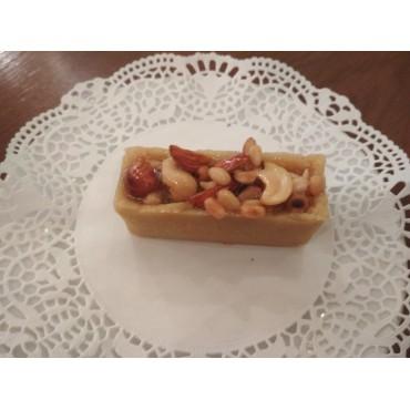 Корзиночка с медово-ореховым пралине