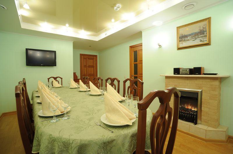 VIP-зал на 15-19 мест в кафе Elefant +7 (3812) 408-003